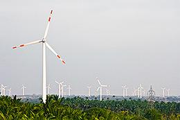 Energia eólica: A STAHL desenvolve uma talha de corrente especial e acompanha o futuro desde já.
